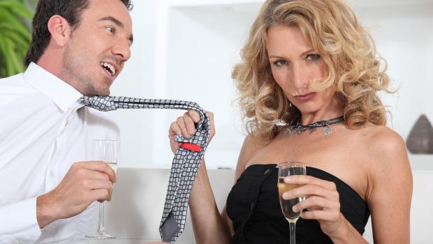 Femmes r veillez vous - Femme faisant l amour au bureau ...